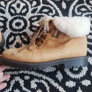 Sorel sherpa lined lace up suede boot
